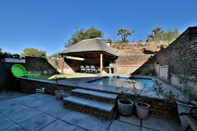 Property For Sale in Glenvista, Johannesburg 11