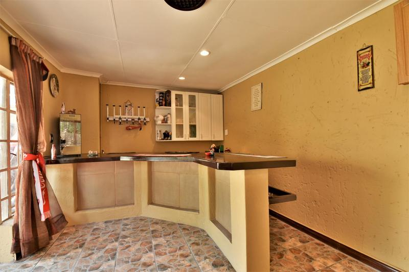 Property For Sale in Suideroord, Johannesburg 16