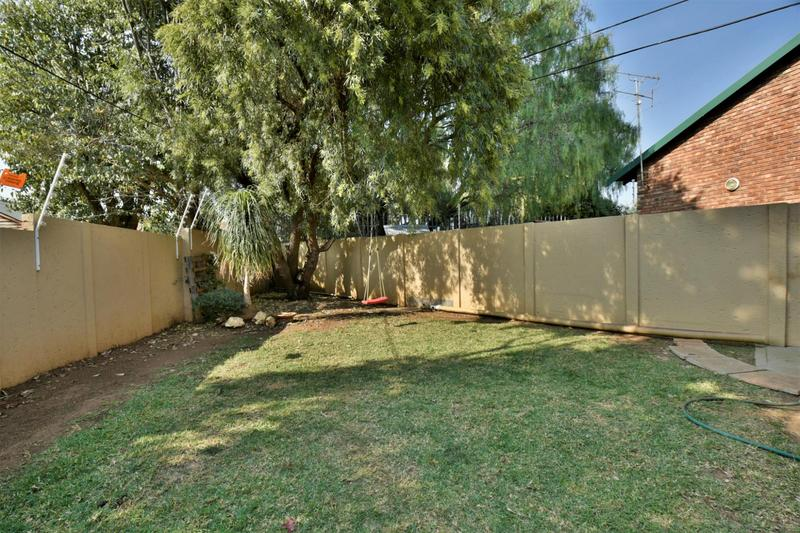 Property For Sale in Suideroord, Johannesburg 17