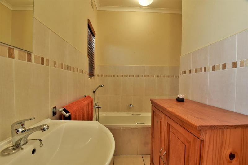 Property For Sale in Mondeor, Johannesburg 20