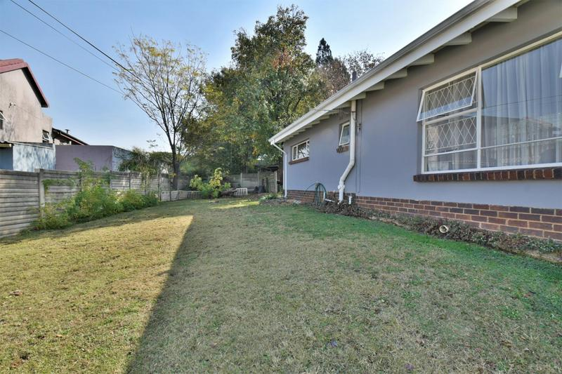 Property For Sale in Mondeor, Johannesburg 25