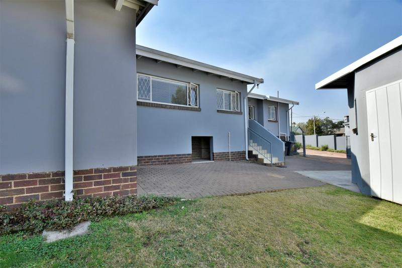 Property For Sale in Mondeor, Johannesburg 26