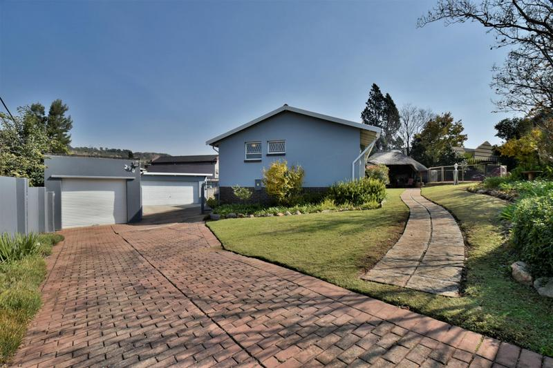 Property For Sale in Mondeor, Johannesburg 27