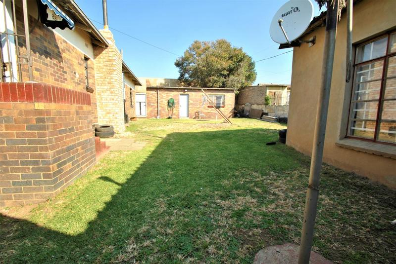 Property For Sale in South Hills, Johannesburg 9