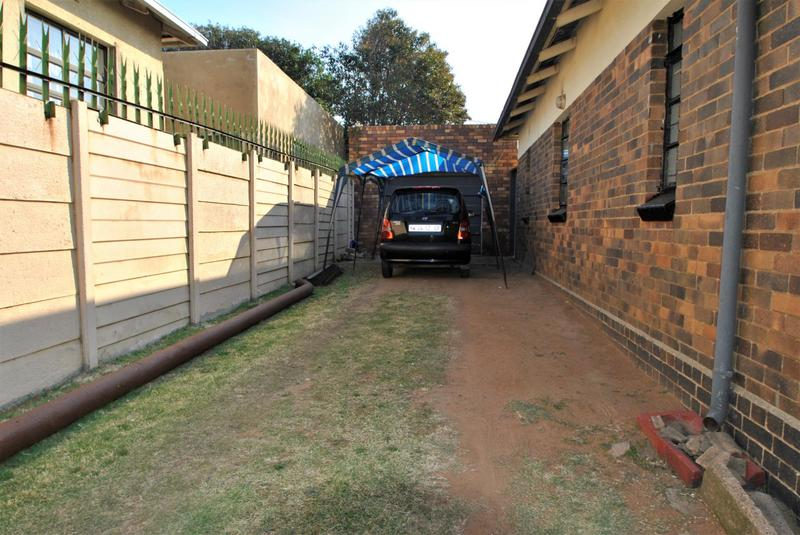 Property For Sale in South Hills, Johannesburg 18