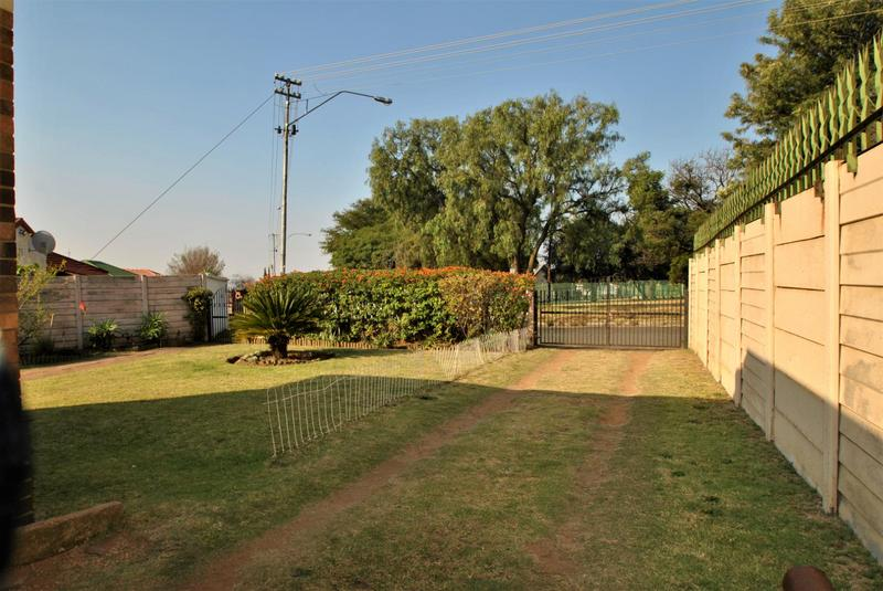 Property For Sale in South Hills, Johannesburg 19