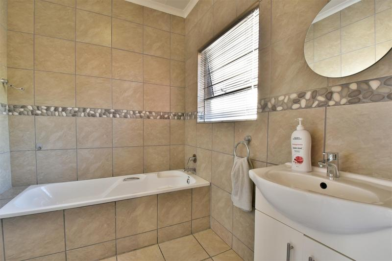 Property For Sale in Strubensvallei, Roodepoort 19