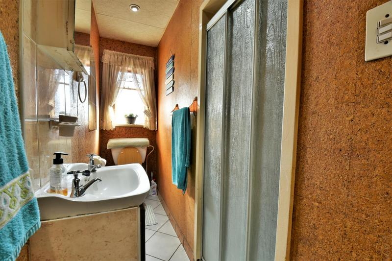 Property For Sale in Linmeyer, Johannesburg 16