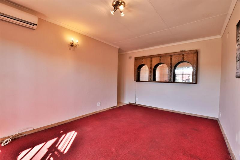 Property For Sale in Linmeyer, Johannesburg 25