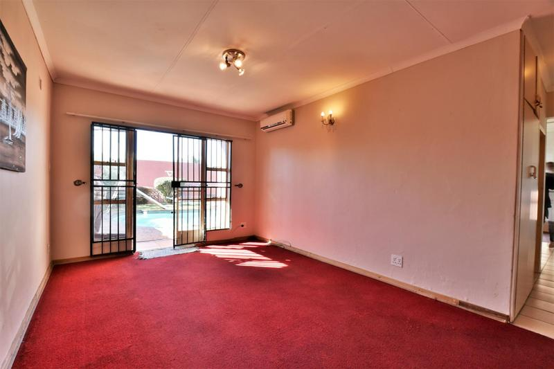Property For Sale in Linmeyer, Johannesburg 26