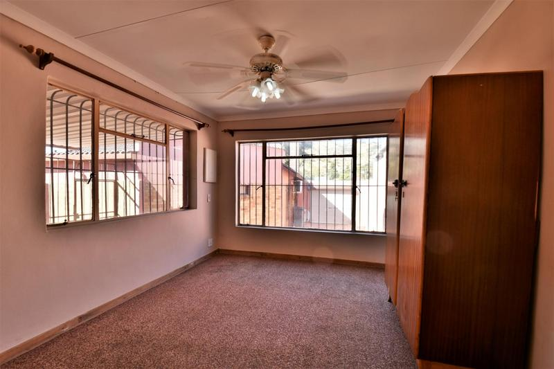 Property For Sale in Linmeyer, Johannesburg 31