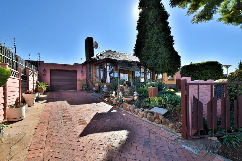 Property For Sale in Linmeyer, Johannesburg 33