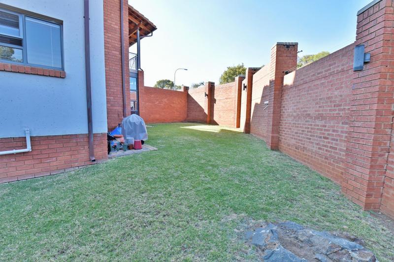 Property For Sale in Glenvista, Johannesburg 22