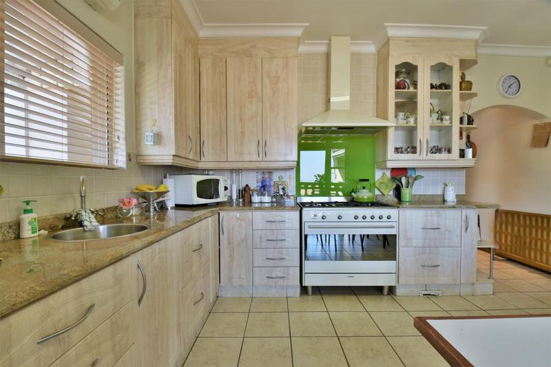 Property For Sale in Bassonia, Johannesburg 14