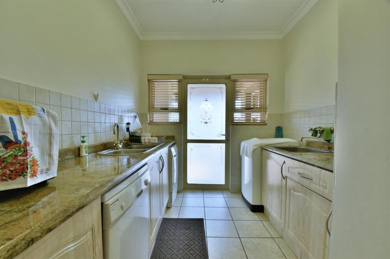 Property For Sale in Bassonia, Johannesburg 15