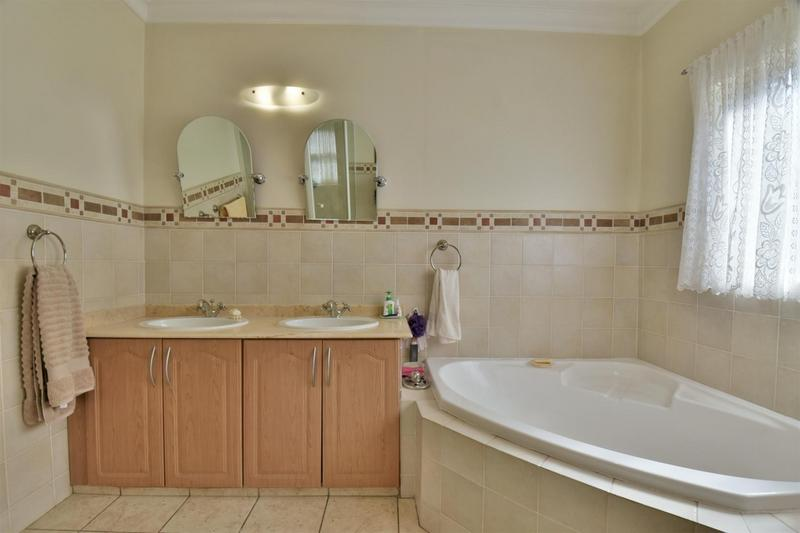 Property For Sale in Bassonia, Johannesburg 25