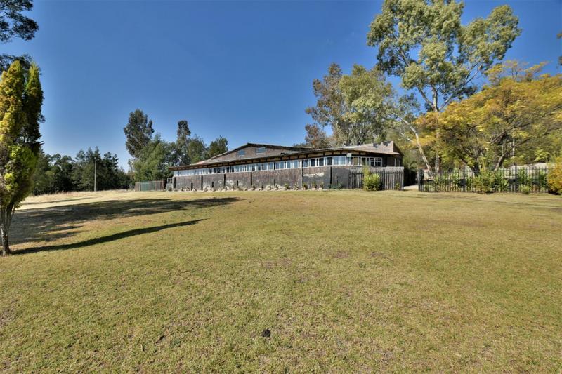 Property For Sale in Eikenhof, Johannesburg 11