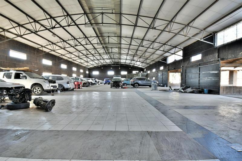 Property For Sale in Eikenhof, Johannesburg 26