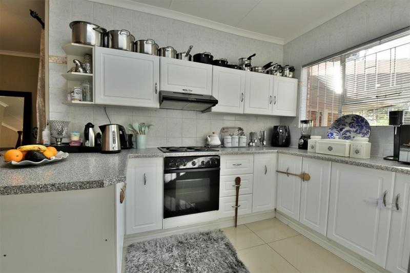 Property For Sale in Bassonia, Johannesburg 6
