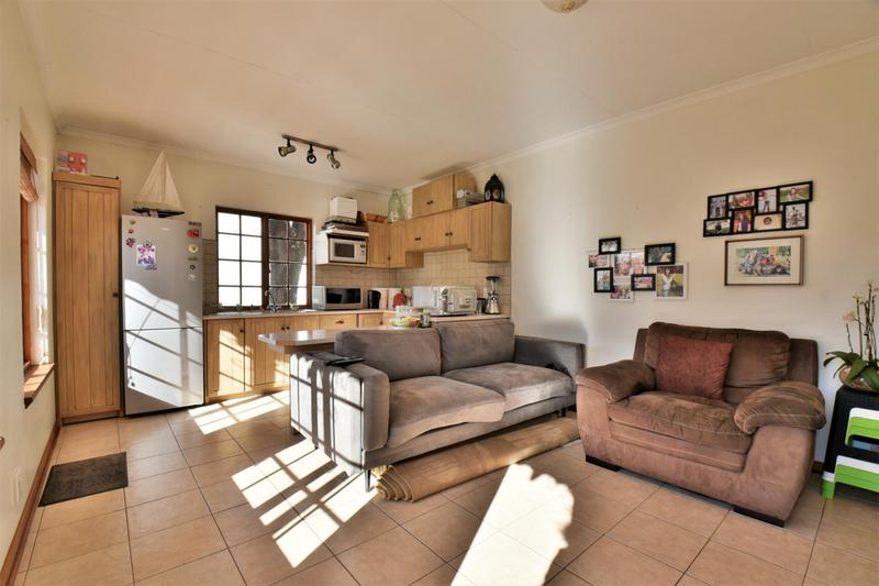 Property For Sale in Mondeor, Johannesburg 18