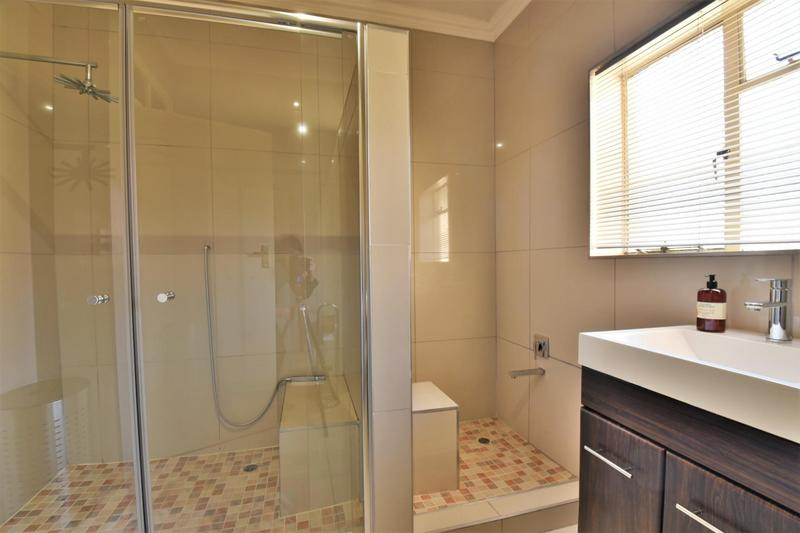 Property For Sale in Mondeor, Johannesburg 11