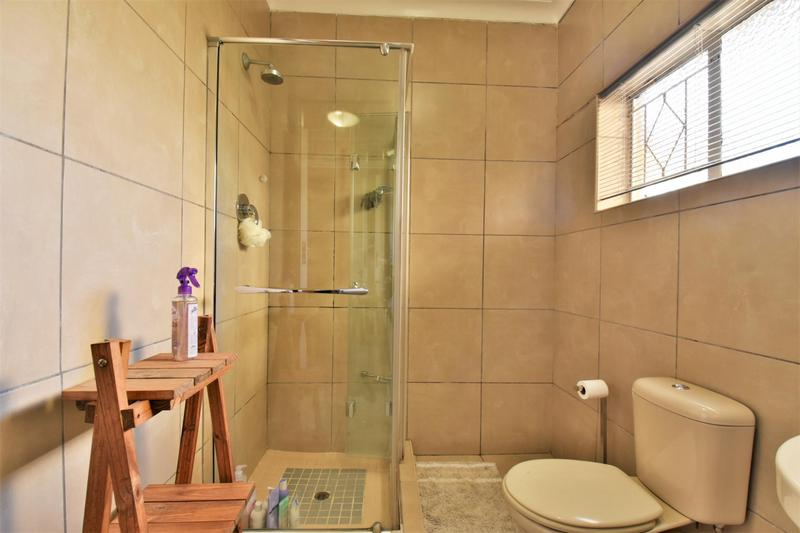 Property For Sale in Mondeor, Johannesburg 14
