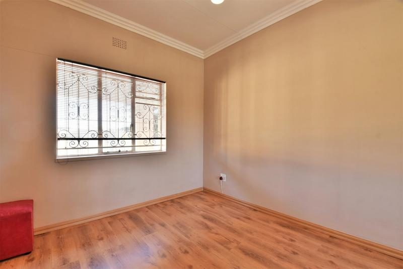 Property For Sale in Mondeor, Johannesburg 19