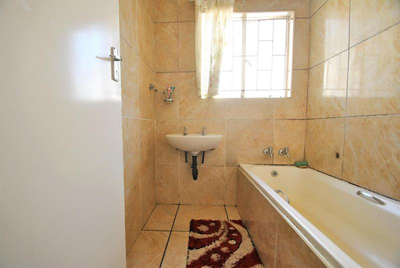 Property For Sale in Ormonde, Johannesburg 14