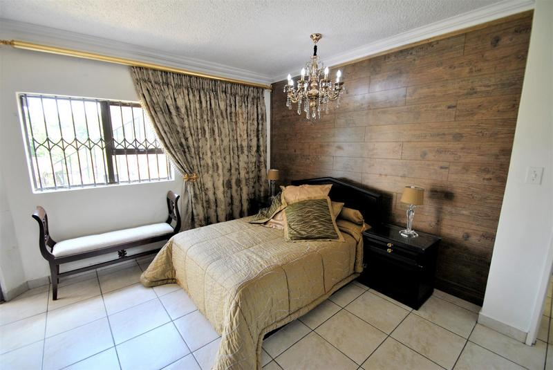 Property For Sale in Bassonia, Johannesburg 27