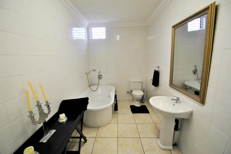 Property For Sale in Bassonia, Johannesburg 28
