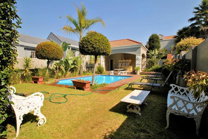 Property For Sale in Melrose North, Johannesburg 25