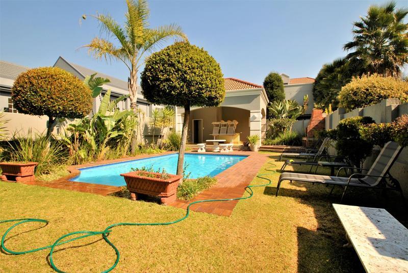 Property For Sale in Melrose North, Johannesburg 26