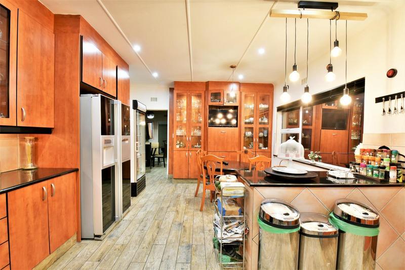 Property For Sale in Glenvista, Johannesburg 14