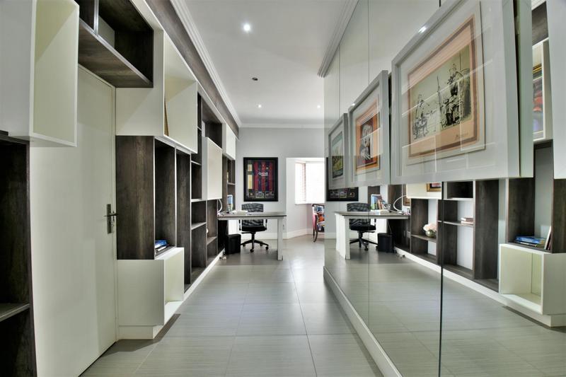 Property For Sale in Sandhurst, Sandton 15