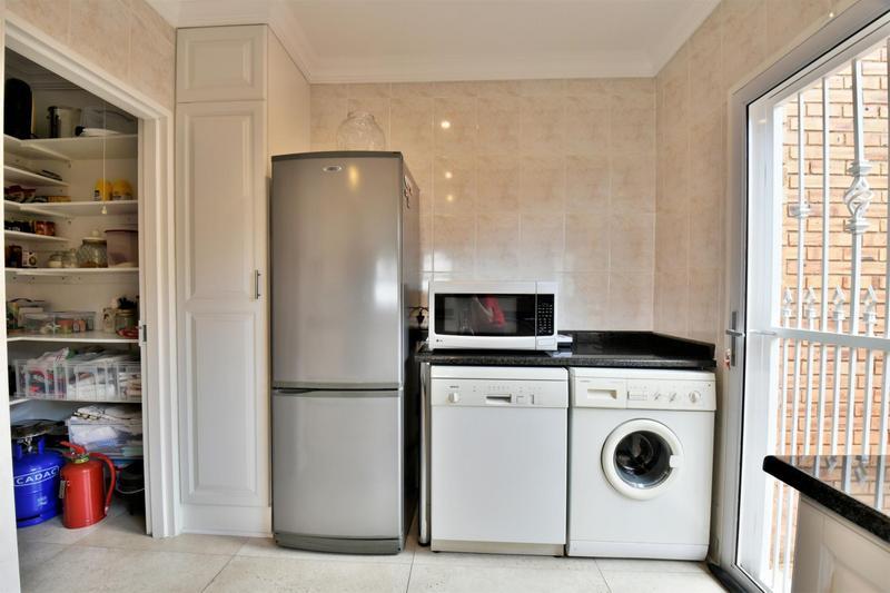 Property For Sale in Glenvista, Johannesburg 13