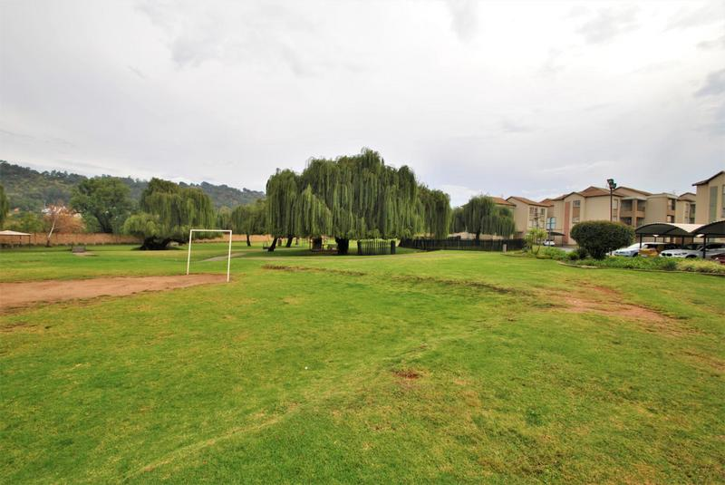 Property For Sale in Meredale, Johannesburg 15