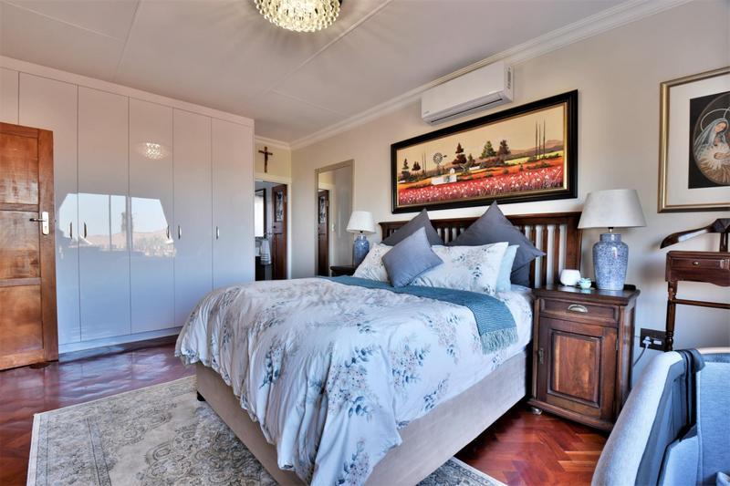 Cluster House For Sale in Glenvista, Johannesburg