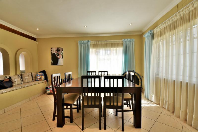 House For Sale in Oakdene, Johannesburg