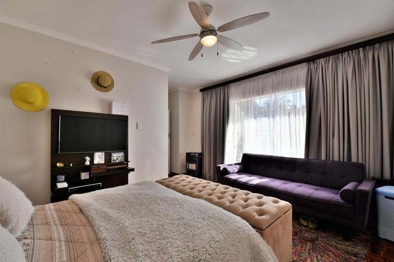 Property For Sale in Glenvista, Johannesburg 17