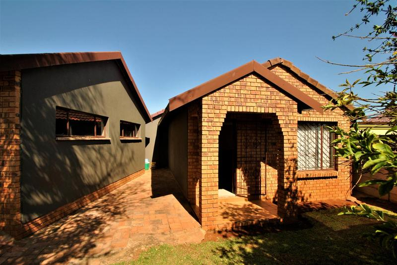 Property For Sale in Lawley, Johannesburg 11