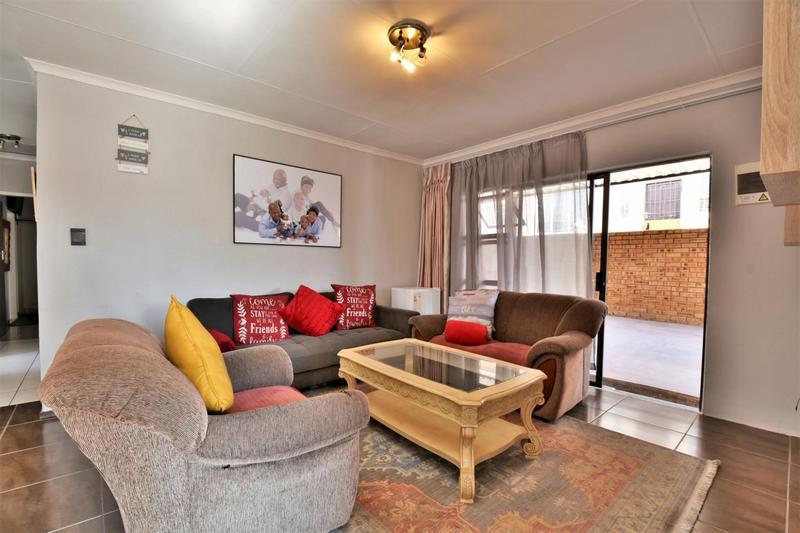 Property For Sale in Roseacre, Johannesburg 5