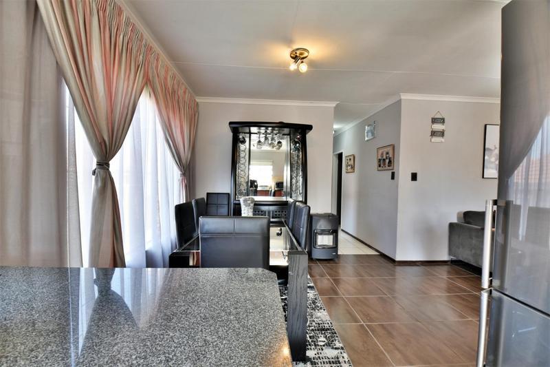 Property For Sale in Roseacre, Johannesburg 9
