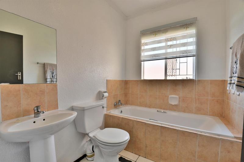 Property For Sale in Roseacre, Johannesburg 10