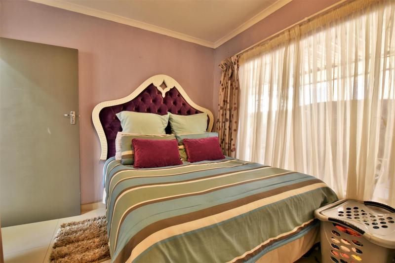 Property For Sale in Roseacre, Johannesburg 14