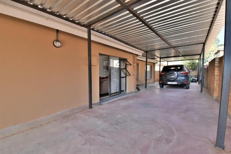 Property For Sale in Roseacre, Johannesburg 18