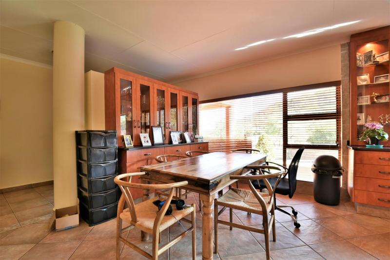 Property For Sale in Bassonia, Johannesburg 8