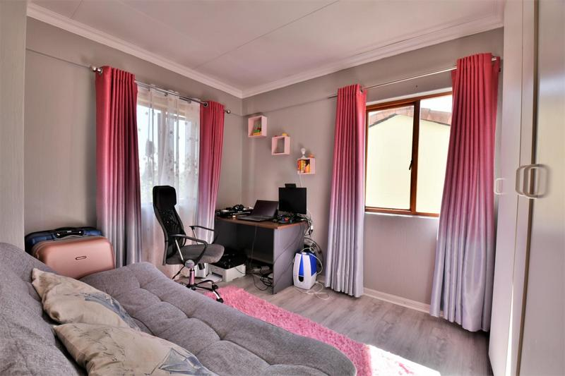 Property For Sale in Willowbrook, Roodepoort 12