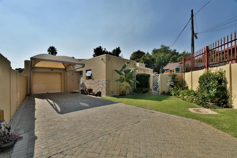 Property For Sale in Suideroord, Johannesburg 2