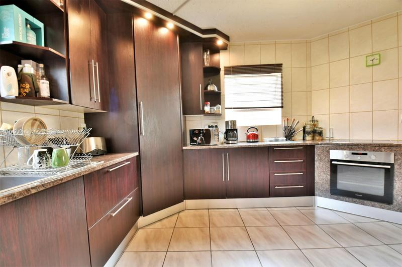 Property For Sale in Suideroord, Johannesburg 3
