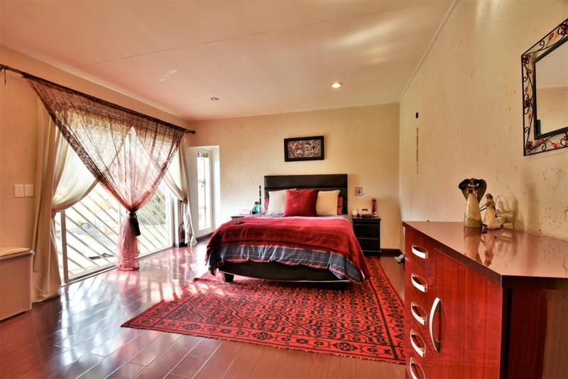 Property For Sale in Suideroord, Johannesburg 13